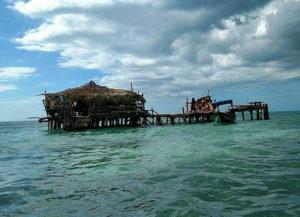 bizarre restaurant pelican bar