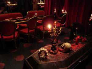 bizarre restaurant vampire restaurant